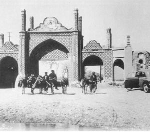 سیاحت در طهران قدیم با ماشین دودی و اتوبوسهای دو طبقه
